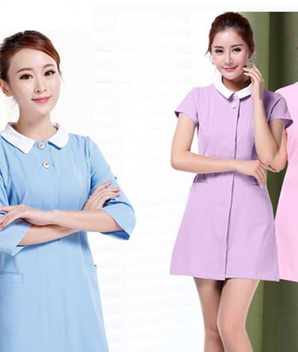 Đây là một trong số các mẫu váy đồng phục giáo viên mầm non đẹp với thiết kế váy suông trẻ trung, màu sắc nhẹ nhàng tươi sáng. Chất liệu váy đẹp mang đến cảm giác mát mẻ, thoải mái khi mặc