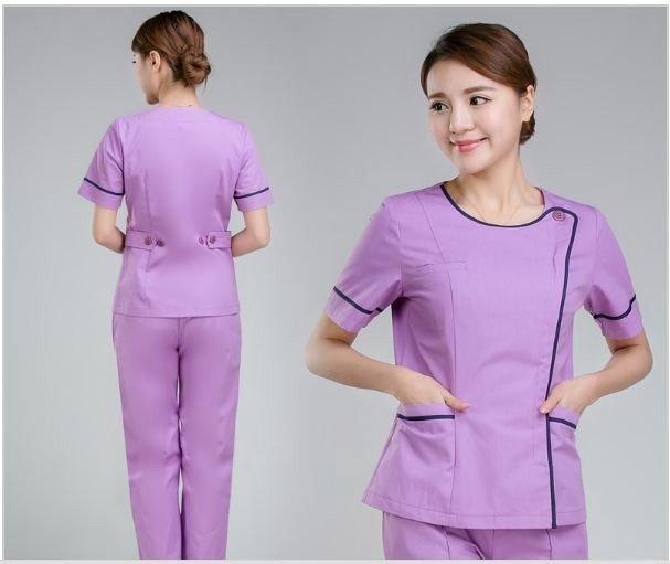 Mẫu trang phục màu tím, phong cách thể thao đang là một trong số các mẫu quần áo đồng phục giáo viên được nhiều trường học lựa chọn nhất