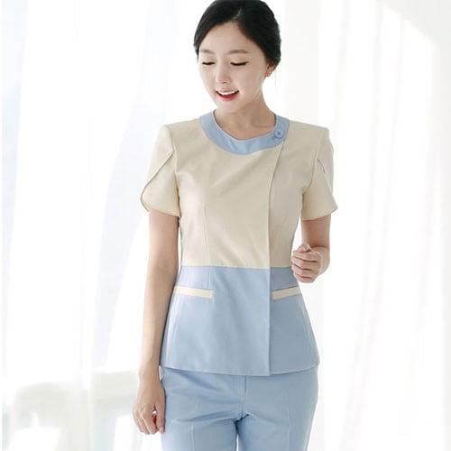 Trang phục có thiết kế đơn giản, khỏe khoắn và tạo sự thoải mái tối đa khi hoạt động hoạt động cho giáo viên
