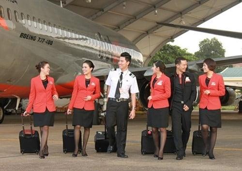 Bộ trang phục thứ hai của các nhân viên hãng Jetstar Pacific