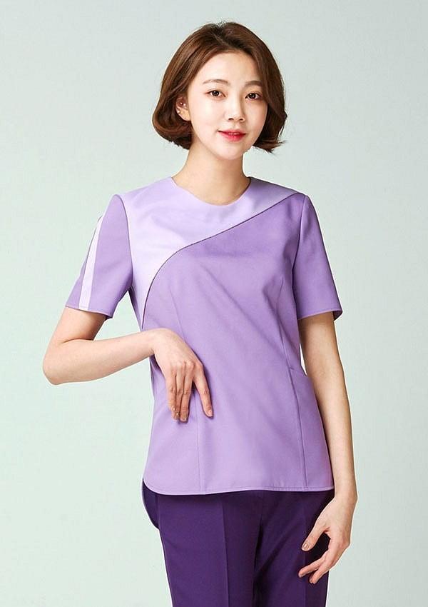 Đặc biệt, đồng phục cho giáo viên phong cách thể thao thường được sản xuất nguyên bộ với các tone màu nhẹ nhàng, nhã nhặn