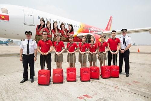 Mẫu trang phục tiếp viên hàng không của VietJet Air cực kì phong cách và nổi bật