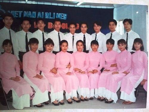 Tà áo dài với màu hồng đầy nữ tính