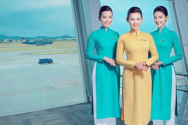 Trong thiết kế mới nhất thì áo dài của Vietnam Airline sẽ có 2 màu là vàng và xanh da trời với họa tiết nhẹ, chìm