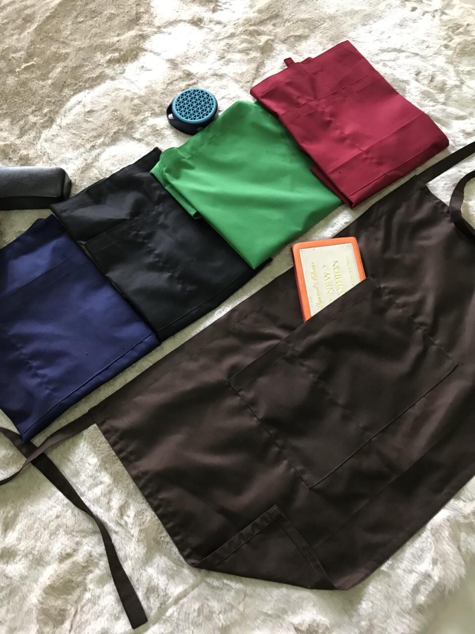 chọn tông màu đậm cho tạp dề đồng phục