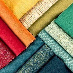 Kiểm tra màu sắc và chất liệu vải