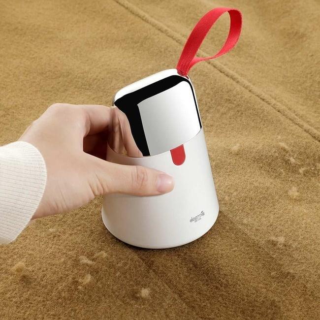 Bạn cũng có thể mua một chiếc máy chuyên dụng để xử lý tình trạng vải bị xù lông