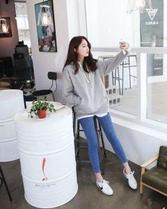áo hoodie nữ phối quần jeans - Đồng Phục Thiên Phước