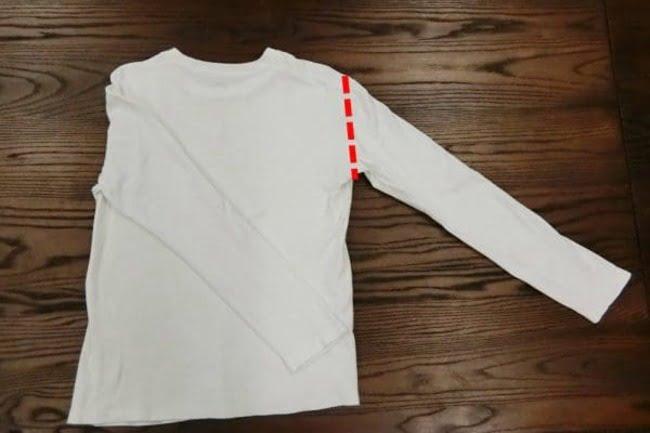 Lặp lại bước 2 với phần tay bên phải theo đường màu đỏ