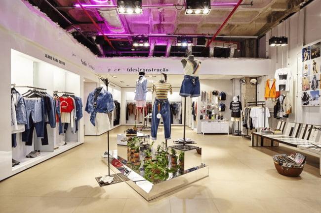 Đầu tư trang trí cửa hàng giúp tạo ấn tượng tốt cho khách hàng.