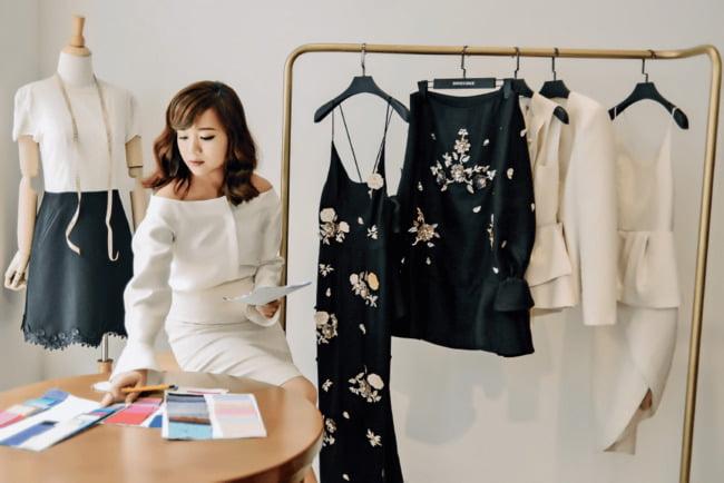 Biết nắm bắt xu thế và có khả năng quan sát tốt là một lợi thế khi kinh doanh cửa hàng quần áo.