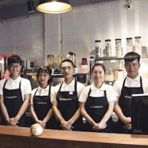 Áo đồng phục quán cafe phối màu trắng tạp dề đen