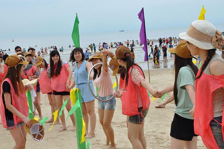 khi các thành viên nữ thể hiện bản lĩnh trên biển