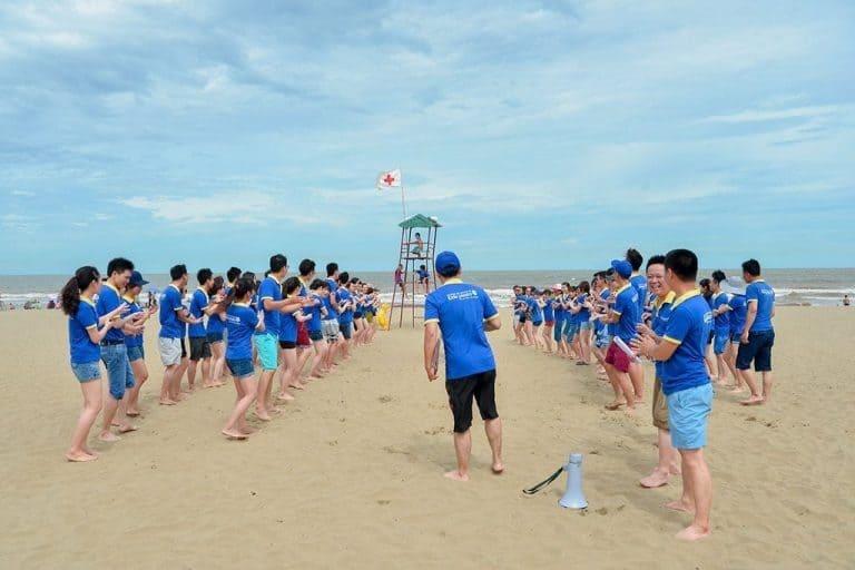 trò chơi team building trên biển thường được tổ chức vào buổi sáng