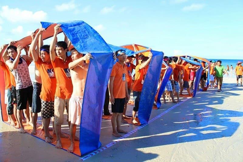 trò chơi team building ngoài trời trên biển cho công ty