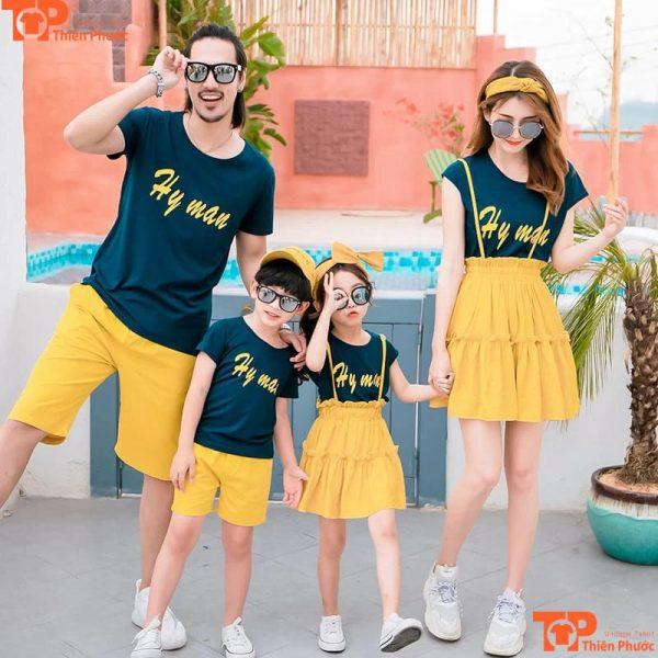 áo gia đình đen kết hợp quần váy vàng