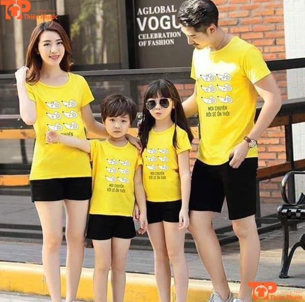 áo gia đình đồng phục màu vàng tay ngắn cổ tròn