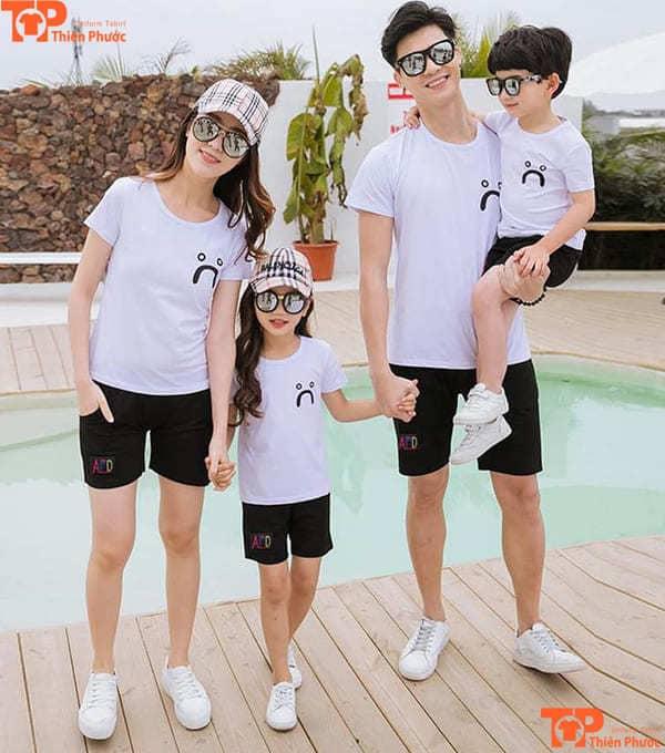áo thun gia đình 4 người màu trắng đi du lịch