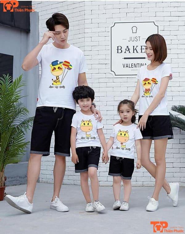 áo thun gia đình 4 người màu trắng in họa tiết