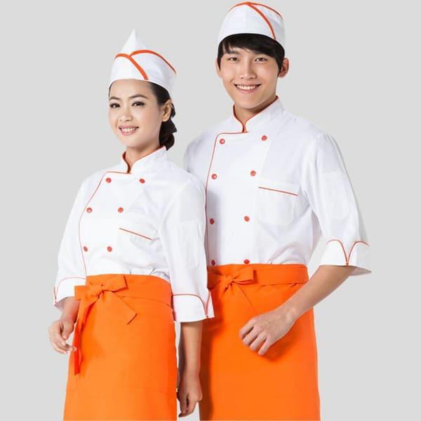 đồng phục bếp màu trắng phối tạp dề cam