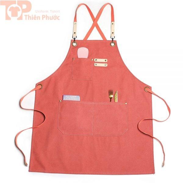 Đồng phục bếp phối tạp dề màu hồng trẻ trung