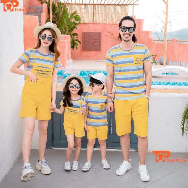 mẫu áo cặp gia đình 4 người