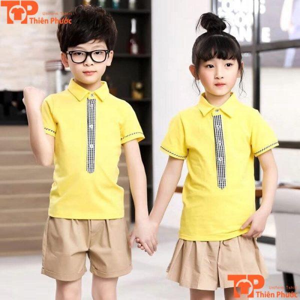mẫu áo đồng phục mầm non màu vàng cổ trụ
