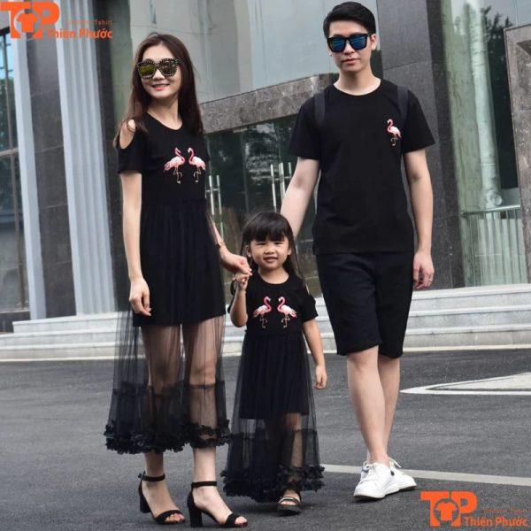 mẫu áo váy gia đình đi chơi hiện đại