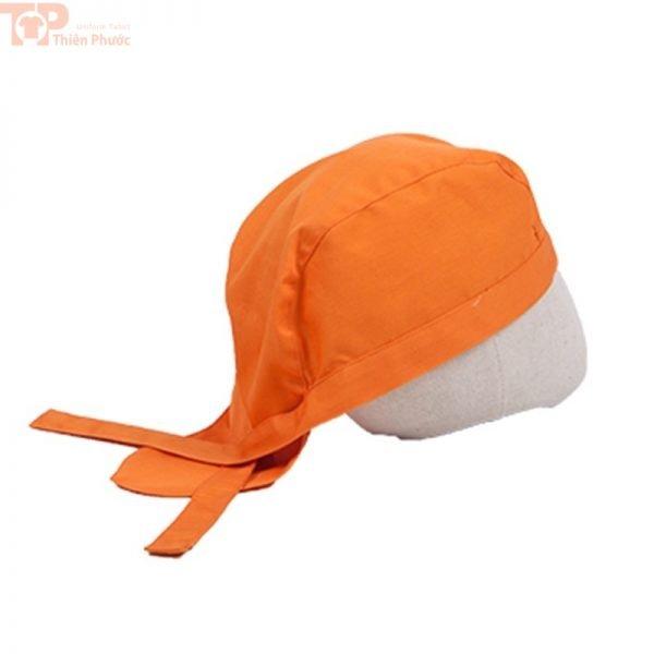 Nón bếp cột dây phối với đồng phục bếp màu cam